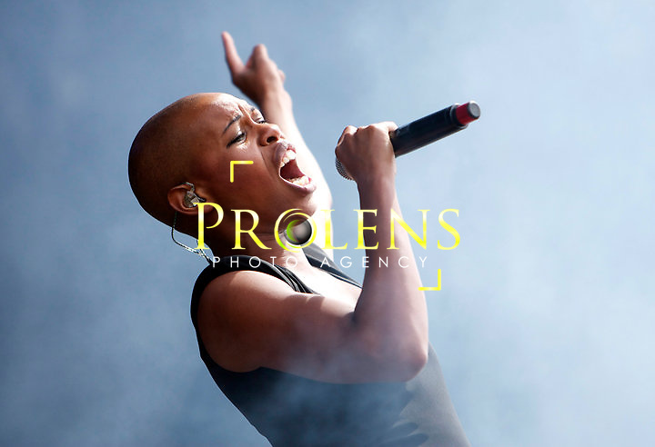 Skunk Anansie  Play T in The Park <br /> <br /> Skin.... wow's the crowd<br /> <br /> Pic Mark Davison/Prolens Photo Agency/PLPA