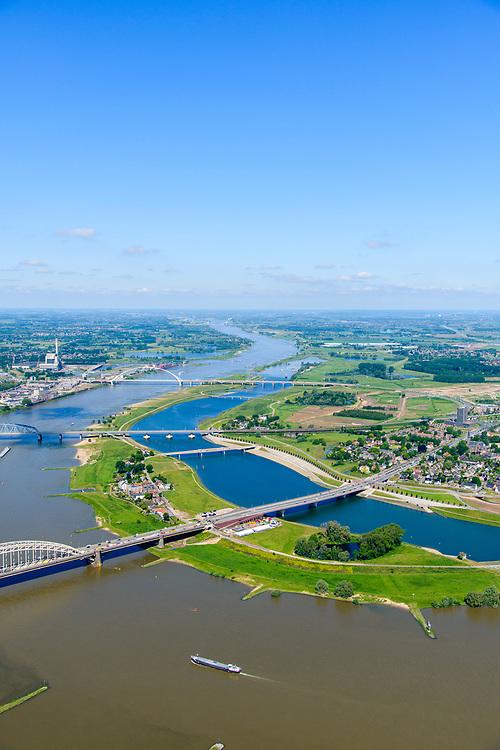 Nederland, Gelderland, Nijmegen, 29-05-2019; Nijmegen en Veur-Lent, zicht op de nieuw aangelegde hoogwatergeul, de Spiegelwaal.<br /> Nijmegen and Veur-Lent, view of the newly constructed high water channel, the Spiegelwaal.<br /> <br /> luchtfoto (toeslag op standard tarieven);<br /> aerial photo (additional fee required);<br /> copyright foto/photo Siebe Swart