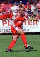 Ian Clarkson - Kidderminster. Kidderminater Harriers v Torquay United. League Division Three, 12/8/00. Credit Colorsport / Nick Kidd.