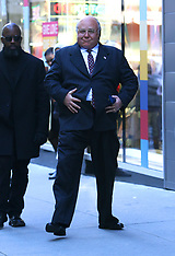 Russell Crowe gets playful with his prosthetic belly - 8 Nov 2018