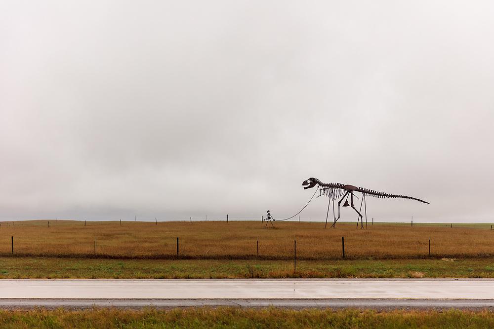 https://Duncan.co/skeleton-man-walking-skeleton-dinosaur-02