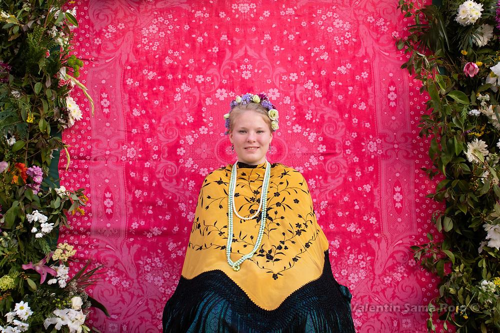 Madrid, Spain. 6th May, 2018. Portrait of the 'Maya' Marina wearing a tiara made of flowers a Manilla shawl and a pearls necklace. © Valentin Sama-Rojo.