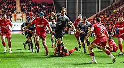 Toulon's Duane Vermeulen escapes the tackle of Scarlets' Ken Owens<br /> <br /> Photographer Craig Thomas/Replay Images<br /> <br /> European Rugby Champions Cup Round 5 - Scarlets v Toulon - Saturday 20th January 2018 - Parc Y Scarlets - Llanelli<br /> <br /> World Copyright © Replay Images . All rights reserved. info@replayimages.co.uk - http://replayimages.co.uk
