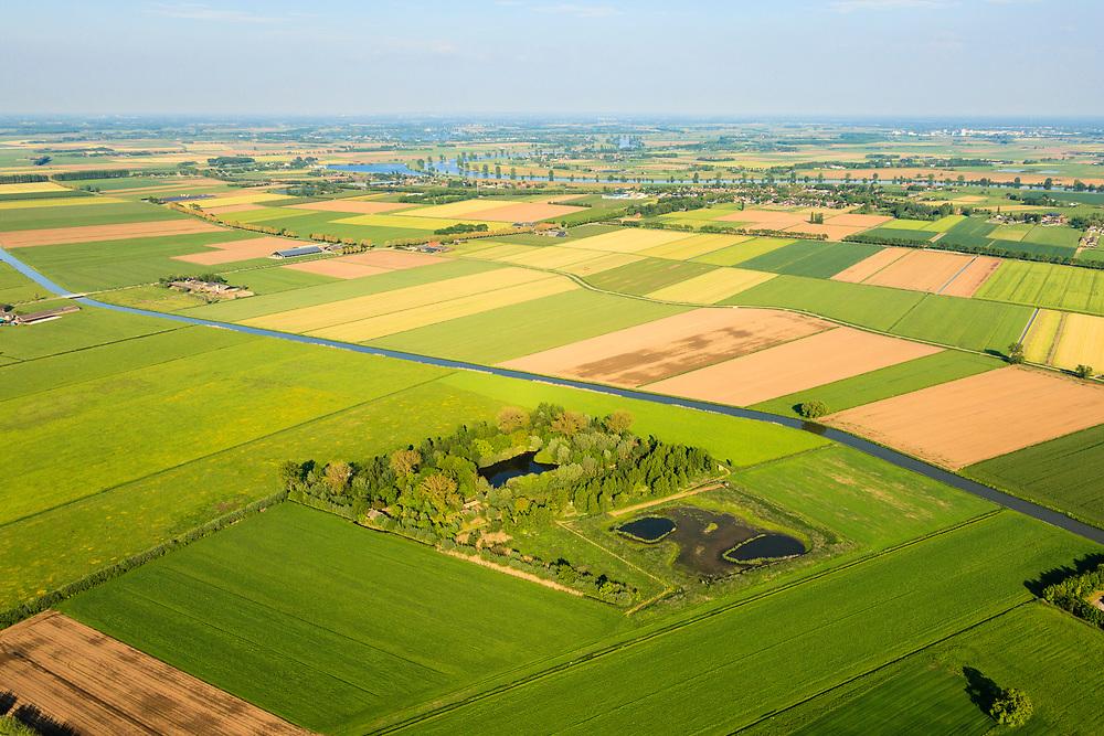 Nederland,  Land van Maas en Waal, Gelderland, 27-05-2013; West Maas en Waal, oorspronkelijk een gebied van komgronden (laaggelegen en nat gebied), versnipperd en slecht ontsloten. Op de foto een Eendekooi, vroeger in gebruiks. Grootschalige ruilverkaveling in combinatie met cultuurtechnische gebiedsverbetering is in de jaren vijftig (jaren '50) van de vorige eeuws gecombineerd met voorlichting en scholing van de bewoners. Tevens Aanleg Afwateringskanalen.<br /> <br /> The low and wet land between the rivers Maas and Waal, central Netherlands  has been developed in the fifties by large-scale land consolidation and education, development and training of the residents. One of the main roads along the farms.luchtfoto (toeslag op standard tarieven)<br /> aerial photo (additional fee required)<br /> copyright foto/photo Siebe Swart