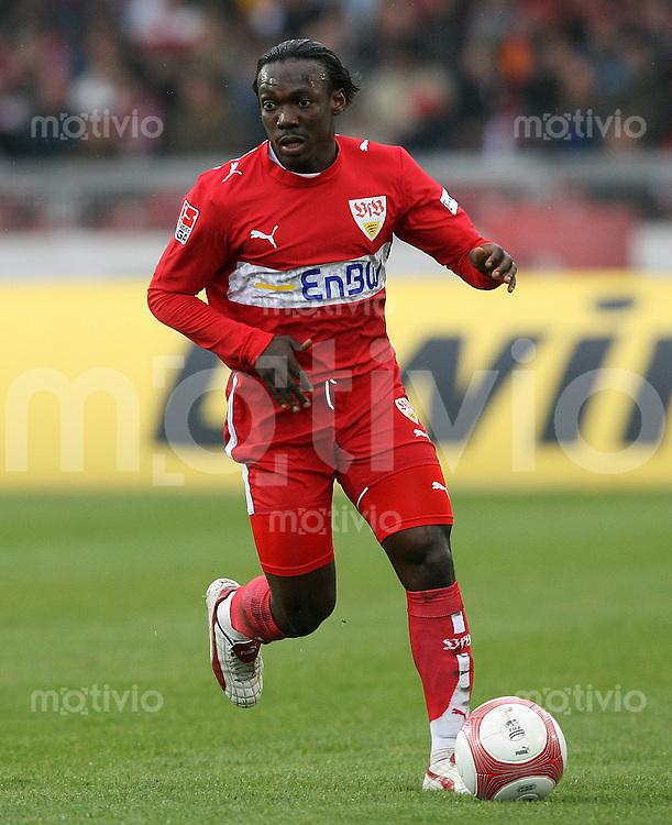 Fussball Bundesliga 27. Bundesliga  VfB Stuttgart - Alemannia Aachen Arthur Boka (VfB) am Ball