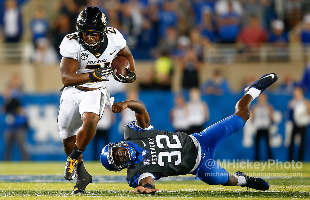 LEXINGTON, KY - OCTOBER 07: Ish Witter #21 of the Missouri Tigers runs the ball as Eli Brown #32 of the Kentucky Wildcats tries to make the grab at Commonwealth Stadium on October 7, 2017 in Lexington, Kentucky. (Photo by Michael Hickey/Getty Images) *** Local Caption *** Ish Witter; Eli Brown