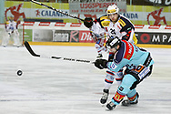 15.03.2011, Rapperswil-Jona, Eishockey NLA Playout, Rapperswil-Jona Lakers - HC Ambri-Piotta, Elias Bianchi (AMB) gegen Cyrill Geyer (LAK) (Thomas Oswald/hockeypics)