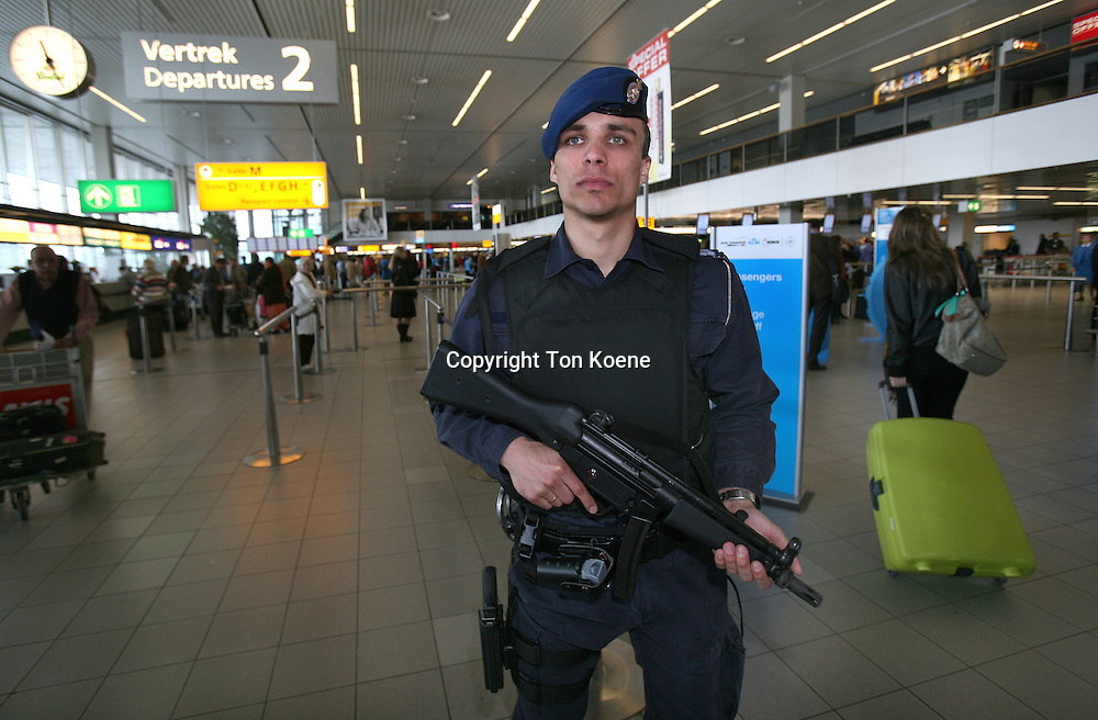 dutch gendarmerie at schiphol