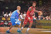 DESCRIZIONE :  Lega A 2014-15  EA7 Milano -Banco di Sardegna Sassari playoff Semifinale gara 7<br /> GIOCATORE : Hackett Daniel<br /> CATEGORIA : Low Palleggio<br /> SQUADRA : EA7 Milano<br /> EVENTO : PlayOff Semifinale gara 7<br /> GARA : EA7 Milano - Banco di Sardegna Sassari PlayOff Semifinale Gara 7<br /> DATA : 10/06/2015 <br /> SPORT : Pallacanestro <br /> AUTORE : Agenzia Ciamillo-Castoria/Richard Morgano<br /> Galleria : Lega Basket A 2014-2015 Fotonotizia : Milano Lega A 2014-15  EA7 Milano - Banco di Sardegna Sassari playoff Semifinale  gara 7<br /> Predefinita :
