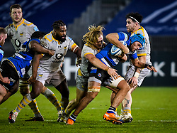 Tommy Taylor, Simon McIntyre and Jeff Toomaga-Allen of Wasps attempt to tackle Zach Mercer of Bath Rugby - Mandatory by-line: Andy Watts/JMP - 08/01/2021 - RUGBY - Recreation Ground - Bath, England - Bath Rugby v Wasps - Gallagher Premiership Rugby