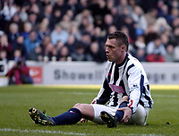 Fotball<br /> Premier League 2004/05<br /> West Bromwich v Birmingham<br /> 6. mars 2005<br /> Foto: Digitalsport<br /> NORWAY ONLY<br /> West Brom's Geoff Horsfield cannot believe he has missed a great chance to score
