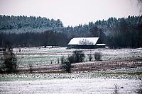 Harkawicze, Podlasie, 30.11.2020. Pierwsze wieksze opady sniegu na Podlasiu tej zimy N/z zabudowania wsi Harkawicze tuz przy granicy z Bialorusia fot Michal Kosc / AGENCJA WSCHOD