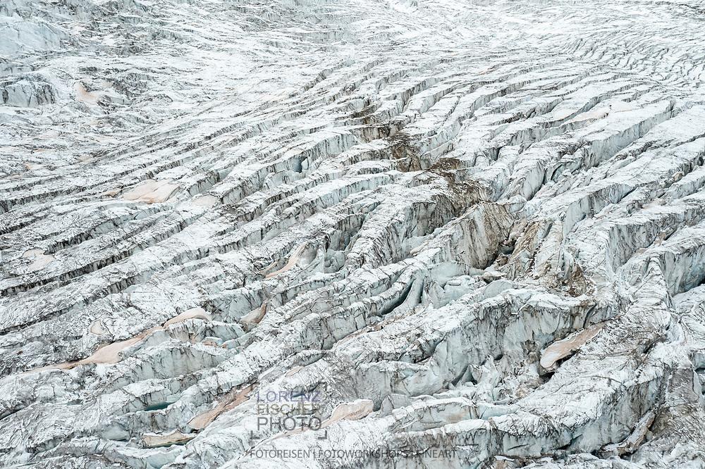 Spalten auf dem Grenzgletscher beim Zusammenfluss mit dem Zwillingsgletscher; Zermatt, Wallis, Schweiz / <br /> <br />  Crevasses on the Grenzgletscher at the confluence with the Zwillingsgletscher; Zermatt, Valais, Switzerland