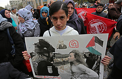 January 1, 2018 - Gaza City, Gaza Strip - Palestinians take part in a protest to show solidarity with Palestinian prisoners held in Israeli jails, in front of Red cross office in Gaza city. (Credit Image: © Ashraf Amra/APA Images via ZUMA Wire)