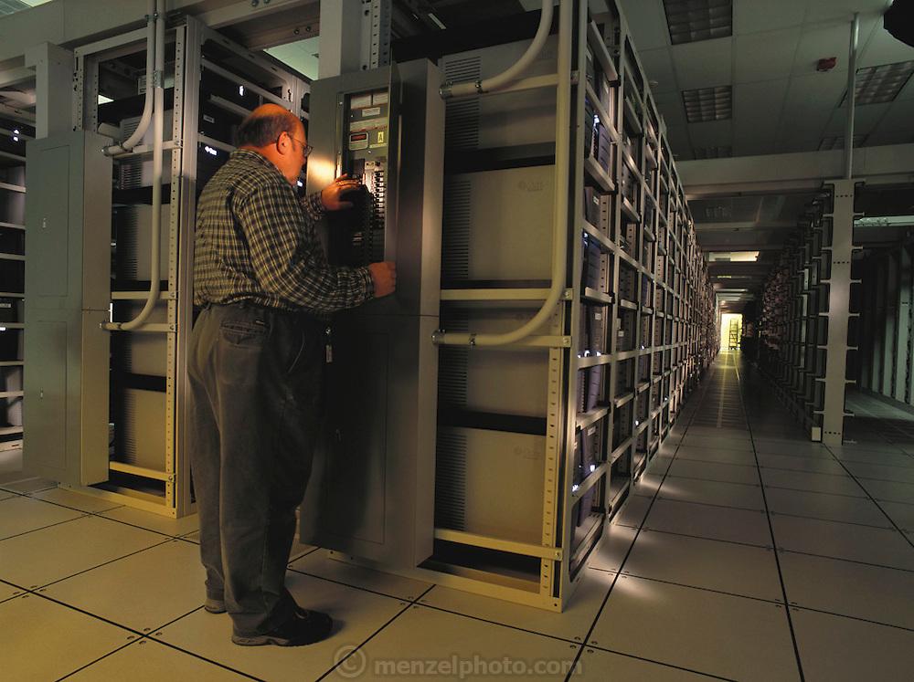 Sun Microsystems, Silicon Valley, California; Computer server ranch for chip design. (1999).