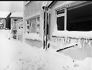 Dublin Snow Scenes.  (P8)..1982..11.01.1982..01.11.1982..11th January 1982..After days of extremely cold weather, Dubliners awoke to what was effectively a white out. Heavy overnight snow blanketed the country causing nationwide chaos...Images show the depth of snow that fell in the capital causing closures of schools, businesses and services. People were urged to look out for others who may be left vulnerable to the severe conditions.