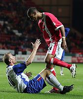 Fotball<br /> Foto: SBI/Digitalsport<br /> NORWAY ONLY<br /> 27.10.2004<br /> Carling Cup 3 runde<br /> <br /> Charlton v Crystal Palace<br /> <br /> Charlton's Jonathan Fortune give angry words to Palace's Sandor Torghelle