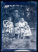 France 1910s-20s glass plate family photo's