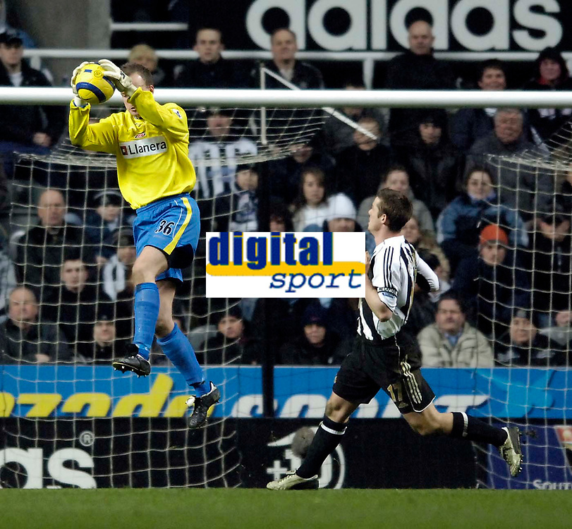 Photo: Jed Wee.<br /> Newcastle United v Charlton Athletic. The Barclays Premiership. 22/02/2006.<br /> <br /> Charlton's Thomas Myhre claims a catch.
