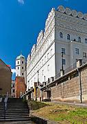 Szczecin (woj.zachodniopomorskie) 15-07-2013. Zamek Książąt Pomorskich – renesansowy zamek usytuowany na Wzgórzu Zamkowym. Widok od ulicy Kuśnierskiej.