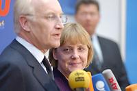 17 JAN 2002, BERLIN/GERMANY:<br /> Edmund Stoiber, CSU, Ministerpraesident Bayern und CDU/CSU Spitzenkandidat, und Angela Merkel, CDU Bundesvorsitzende, waehrend einem Pressestatement zu einer vorangegangenen Besprechung ueber die Organisation des Bundestagswahlkampfes, CDU Bundesgeschaeftsstelle<br /> IMAGE: 20020117-01-020<br /> KEYWORDS: Ministerpräsident, Mikrofon, microphone, Pressekonferenz