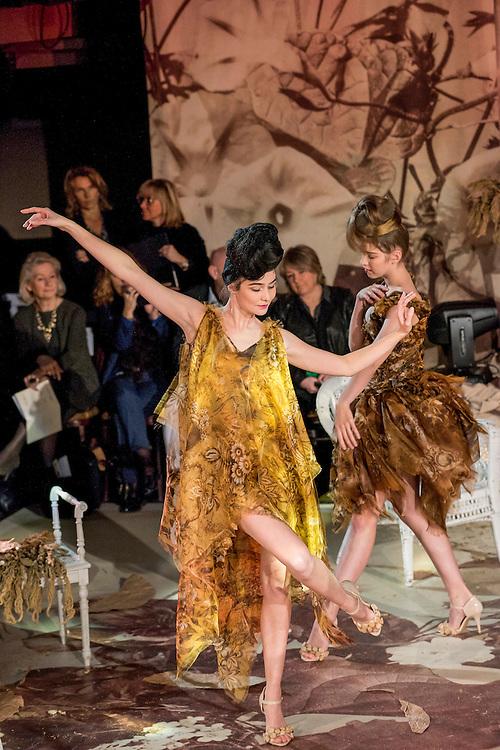 January 25, 2017, Paris, France. Models during the Franck Sorbier Haute Couture Spring Summer 2017 fashion show during the Paris Fashion Week.  <br /> <br /> 25 janvier 2017, Paris, France. Mannequins pendant le défilé Haute Couture Printemps été 2017 de Franck Sorbier lors de la Fashion Week de Paris.