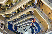 Turkije, Istanbul, 4-6-2011Winkelcentrum Demiroren in de winkelstraat Istiklal Caddesi in Galata. Zeer luxe winkels verdeeld over 8 verdiepingenFoto: Flip Franssen/Hollandse HoogteFoto: Flip Franssen