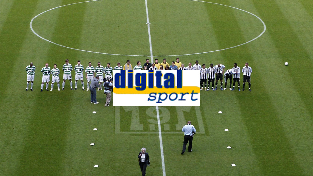 Photo: Andrew Unwin.<br /> Newcastle United v Glasgow Celtic. Alan Shearer Testimonial. 11/05/2006.<br /> The two teams line up either side of Alan Shearer (C) before his testimonial game.