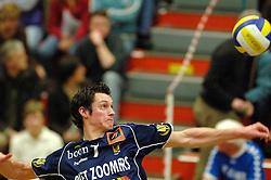 18-03-2006 VOLLEYBAL: PLAY OFF HALVE FINALE: PIET ZOOMERS D - HVA AMSTERDAM: APELDOORN<br /> Piet Zoomers wint de eerste van de vijf wedstrijden vrij eenvoudig met 3-0 / Wouter Klapwijk<br /> Copyrights2006-WWW.FOTOHOOGENDOORN.NL