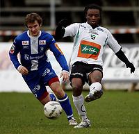 Fotball <br /> Adeccoligaen<br /> Hønefoss Idrettspark<br /> 25.10.08<br /> Hønefoss BK  v Sarpsborg Sparta FK  1-0<br /> <br /> Foto: Dagfinn Limoseth, Digitalsport<br /> Stian Andersrød ,  Sarpsborg Sparta og Umaru Bangura , Hønefoss