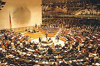 05 FEB 1998, BONN/GERMANY:<br /> Deutscher Bundestag, Plenarsaal, Übersicht<br /> IMAGE: 19980205-03/01-33