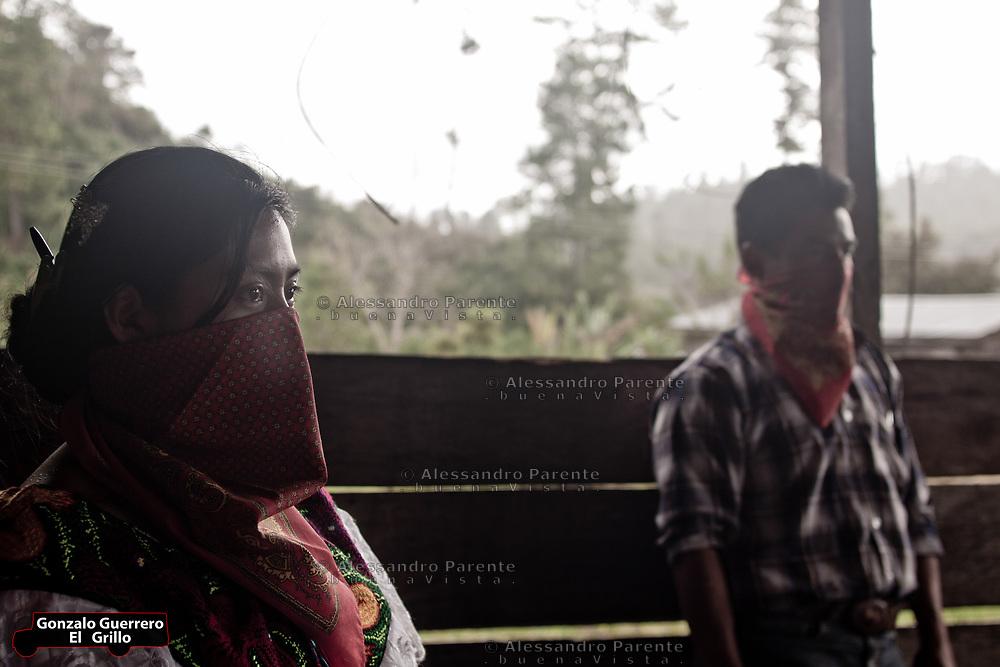 Two zapatists in a new construction. Wood is so important to have an autonomy.<br /> Dos zapatistas en una de sus construcciones. La madera es un elemento muy importante para ser  autonomo.