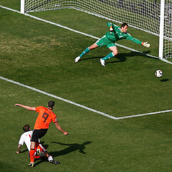 14-06-2010 VOETBAL: FIFA WORLDCUP 2010 NEDERLAND - DENEMARKEN: JOHANNESBURG<br /> Robin Van Persie shoots wide of goal past Thomas Sorensen of Denmark<br /> ©2010-FRH- NPH/  Mark Atkins (Netherlands only)