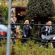 Ronald Koeman ondertekend woningcontract Bussum