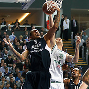 Efes Pilsen's Lawrence ROBERTS (R), Bootsy THORNTON (R) and Montepaschi Siena's Ksistof LAVRINOVIC (C) during their Turkish Airlines Euroleague Basketball Top 16 Group G Game 1 match Efes Pilsen between Montepaschi Siena at Sinan Erdem Arena in Istanbul, Turkey, Wednesday, January 19, 2011. Photo by TURKPIX