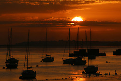 © Licensed to London News Pictures. 01/09/2016. The sun seen rising over the Thames at Gravesend on the first of September - the first day of Meteorological autumn. Credit : Rob Powell/LNP