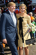 Koninginnedag 2012 in de Utrechtse gemeente Rhenen.// Queensday 2012 in the city of Rhenen.<br /> <br /> Op de foto:  Prins Willem-Alexander en Prinses Maxima