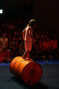 Belo Horizonte_MG, Brasil. ..Apresentacao da Spasso Escola de Circo. Na foto um equilibrista...The Spasso Circus School presentation. In this photo a balancing presentation...Foto:  LEO DRUMOND / NITRO