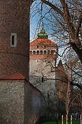Brama Floriańska przy ulicy Floriańskiej w Krakowie, widok od strony Plant. Polska<br /> Floriańska Gate at Floriańska Street in Cracow, Poland