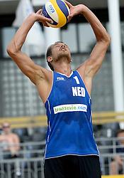 17-07-2014 NED: FIVB Grand Slam Beach Volleybal, Apeldoorn<br /> Poule fase groep A mannen - Reinder Nummerdor (1)