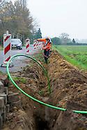 Foto: Gerrit de Heus. Hilvarenbeek. 01-12-2014. Aanleg glasvezel.