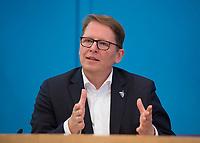 DEU, Deutschland, Germany, Berlin, 11.05.2021: NABU-Präsident Jörg-Andreas Krüger, in der Bundespressekonferenz zum Thema Bundestagswahl zur Klimawahl machen: Vorstellung der gemeinsamen Aktivitäten der deutschen Umweltorganisationen.
