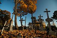 Złota polska jesień na augustowskim cmentarzu