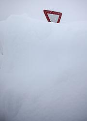 31.01.2014, B 100, Irschen, AUT, Schneefälle in Oberkärnten und Osttirol, im Bild ein Vorrang Verkehrsschild versinkt iim Schnee. Über Nacht vielen bis zu 1,2 Meter Neuschnee in weiten Teilen Oberkärnten und Osttirols und forderten bereits zwei Todesopfer. EXPA Pictures © 2014, PhotoCredit: EXPA/ Johann Groder