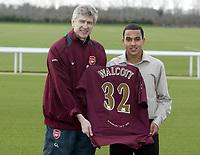 Photo: Daniel Hambury.<br />Arsenal Press Conference. 20/01/2006.<br />Arsenal manager Arsene Wenger (L) with new signing Theo Walcott.