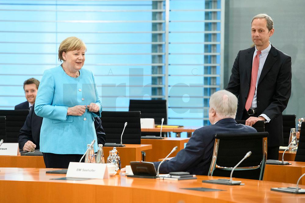 03 JUN 2020, BERLIN/GERMANY:<br /> Angela Merkel (L), CDU, Budneskanzlerin, und Horst Seehofer, CSU, Bundesinnenminister, im Gespraech, vor Beginn einer Kabinettsitzung, zu Umsatzung der Abstandsregeln im Internationalen Konferenzsaal, Bundeskanzleramt<br /> IMAGE: 20200603-01-013<br /> KEYWORDS: Corvid-19, Corona, Kabinett, Sitzung, Gespräch