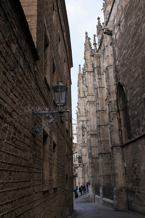 Tourists queing. The Archdeacon's house (left) and the Catedral de Santa Eulàlia, Barcelona