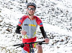05.05.2016, Kitzbuehler Horn, Kitzbuehel, AUT, OeSV, Skisprung, Lehrgang Mountainbike Tour, im Bild Manuel Fettner (AUT) // Manuel Fettner of Austria during a mountain bike ride of the Austrian ski jumping Team at the Kistbuehler Horn, Kitzbuehel, Austria on 2016/05/05. EXPA Pictures © 2016, PhotoCredit: EXPA/ JFK