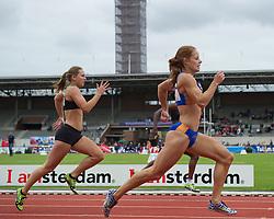 30-07-2011 ATLETIEK: NK OUTDOOR: AMSTERDAM<br /> (L-R) Tamara Klomp, Judith Bosker series 200 meter vrouwen<br /> ©2011-FotoHoogendoorn.nl / Peter Schalk