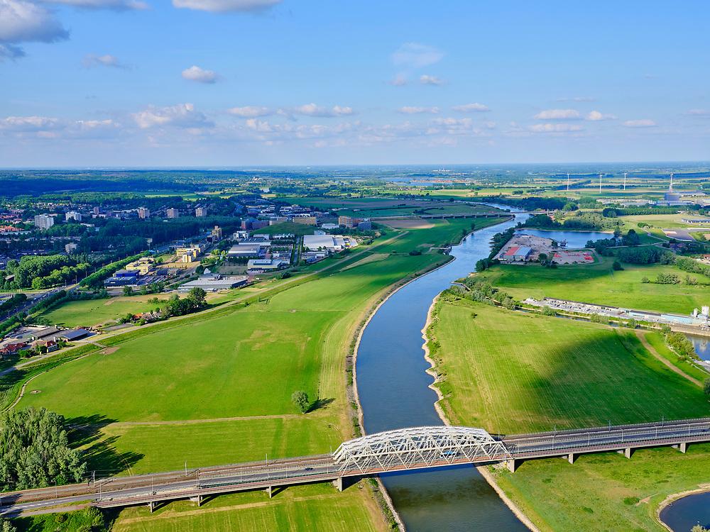 Nederland, Gelderland, Arnhem, 14–05-2020; verkeersbrug gecombineerd met spoorbrug over de IJssel bij Westervoort.<br /> Road bridge combined with railway bridge over the IJssel at Westervoort.<br /> <br /> luchtfoto (toeslag op standaard tarieven);<br /> aerial photo (additional fee required)<br /> copyright © 2020 foto/photo Siebe Swart